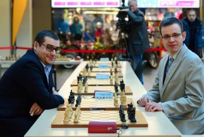 Сергей Мовсесян и Давид Навара сразились одновременно на двенадцати досках, установив мировой рекорд