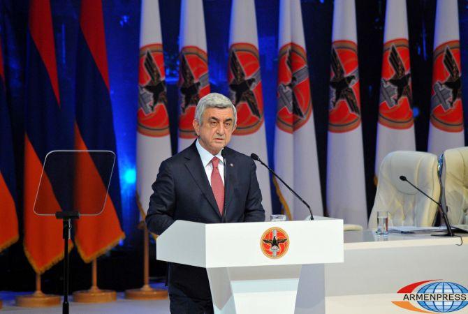 الرئيس سيرج سركيسيان سيترأس قائمة الحزب الجمهوري الأرميني بينما ليفون تيربيتروسيان، الرئيس الأول لأرمينيا، سيترأس قائمة حزب المؤتمر الوطني الأرميني، في الانتخابات البرلمانية القادمة