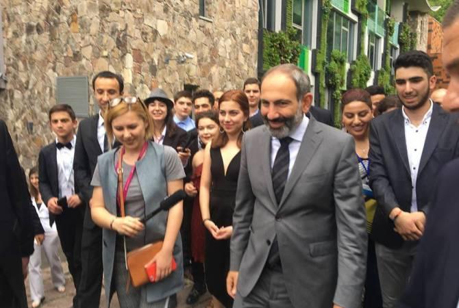 Воспитанники Международной школы в Дилижане провели выпускные мероприятия с премьер-министром