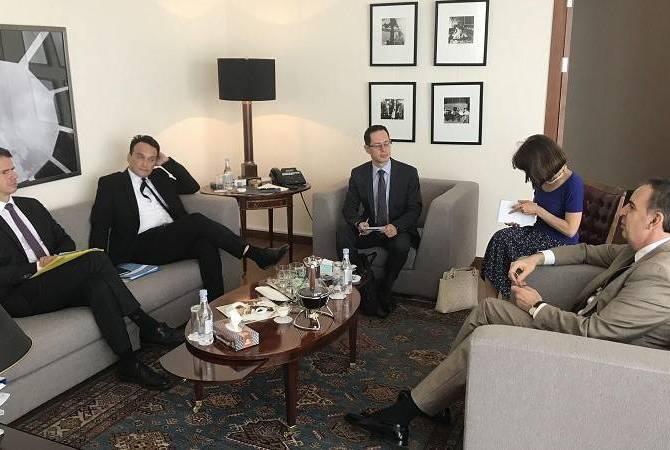 Заместитель министра иностранных дел Армении принял советника президента Франции