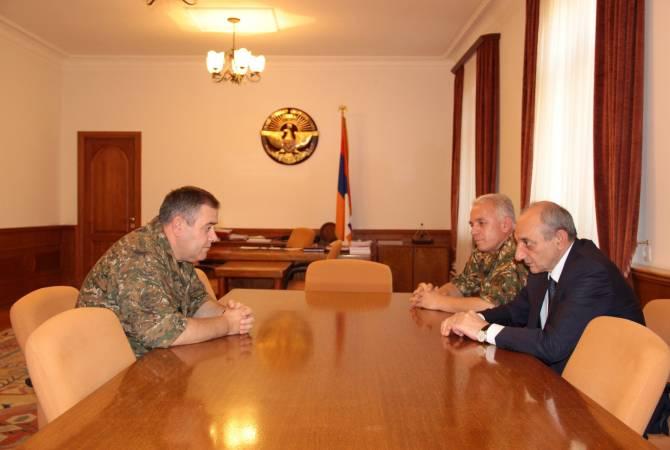Бако Саакян и начальник Генштаба ВС Республики Армения обсудили вопросы армейского строительства и сотрудничества
