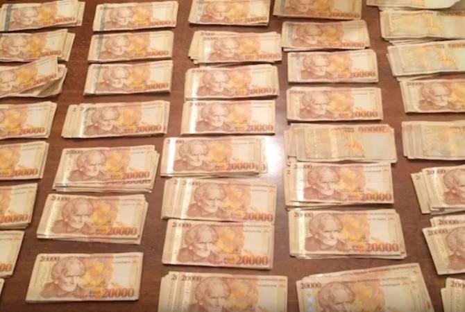 Двое иностранцев подозреваются в краже 24 млндрамов из банкоматов Еревана и Раздана