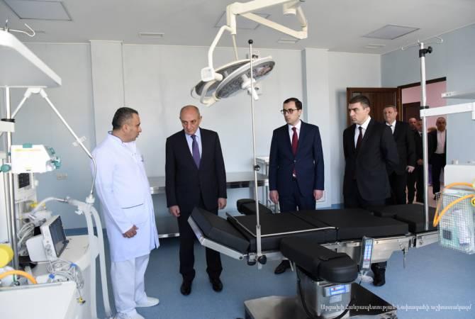 Бако Саакян посетил Степанакертский онкологический центр