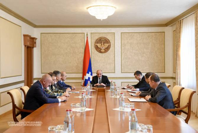 Бако Саакян провел рабочее совещание