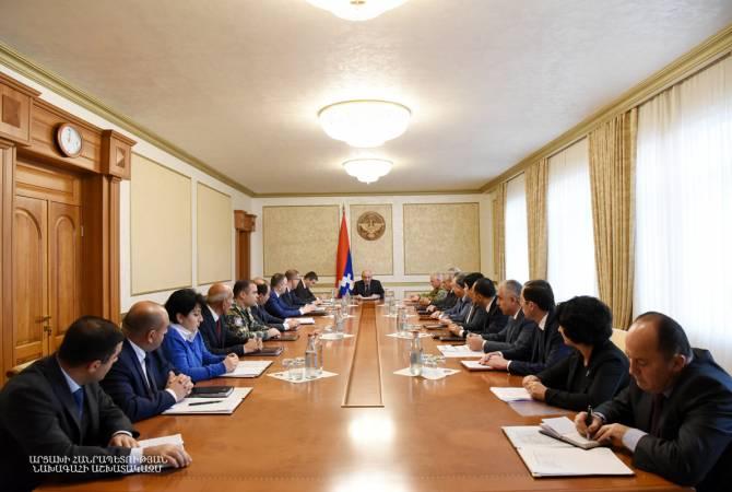 Бако Саакян провел рабочее совещание по вопросам, касающимся проекта государственного бюджета 2019 года