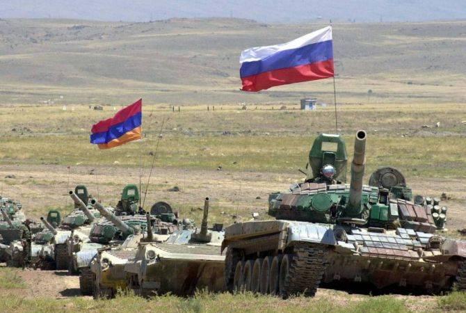 Российские вооруженные силы и пограничники играют важную роль в обеспечении безопасности Армении: Давид Тоноян