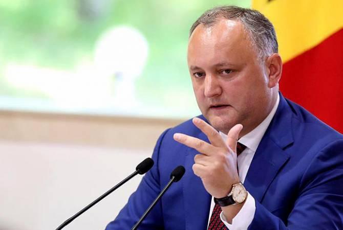 КС Молдавии временно отстранил Додона от должности