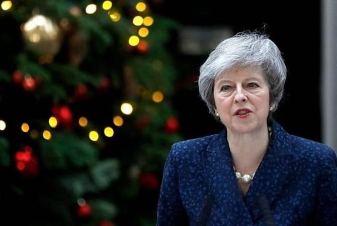Тереза Мэй остается премьером Британии, но обещает уйти позже