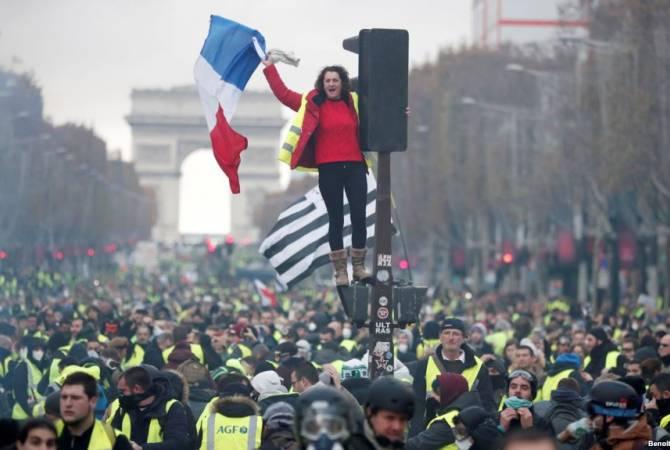 Власти Франции призвали манифестантов отказаться от акций протеста 15 декабря