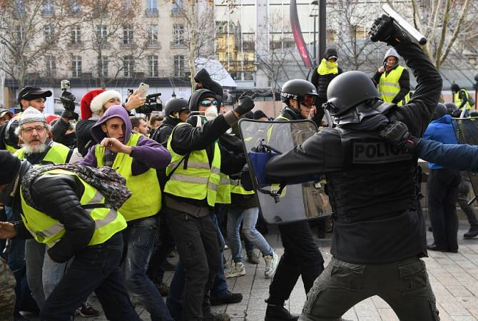 """Yellow Vest"" protesters clash with police in Paris, France"