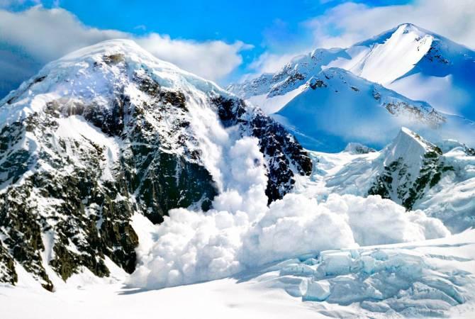 В швейцарских Альпах из-за снегопада сошла лавина высотой пять метров