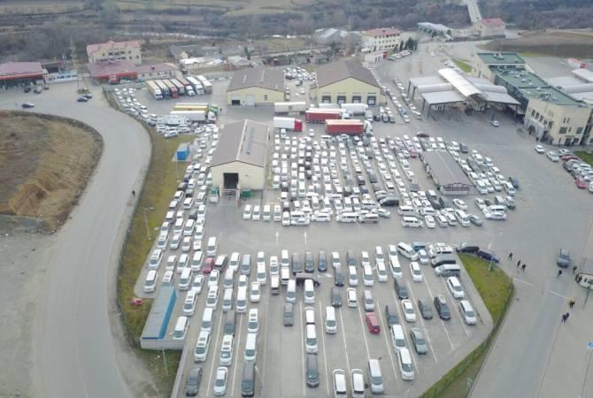 СНБ Армении призывает граждан убрать автомобили с КПП «Баграташен»