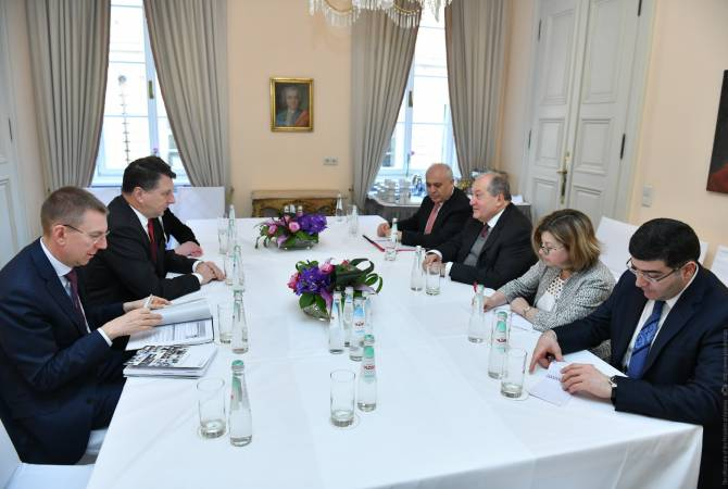 Президент Армении встретился с президентом Латвии