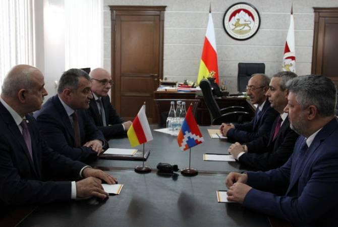 Министр иностранных дел Арцаха Масиса Маиляна принял президент Южной Осетии