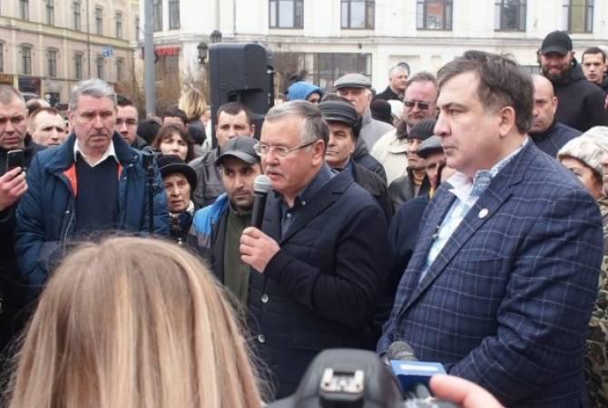 Кандидат в президенты Украины обещал вернуть Саакашвили гражданство