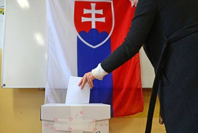 Presidential election begins in Slovakia