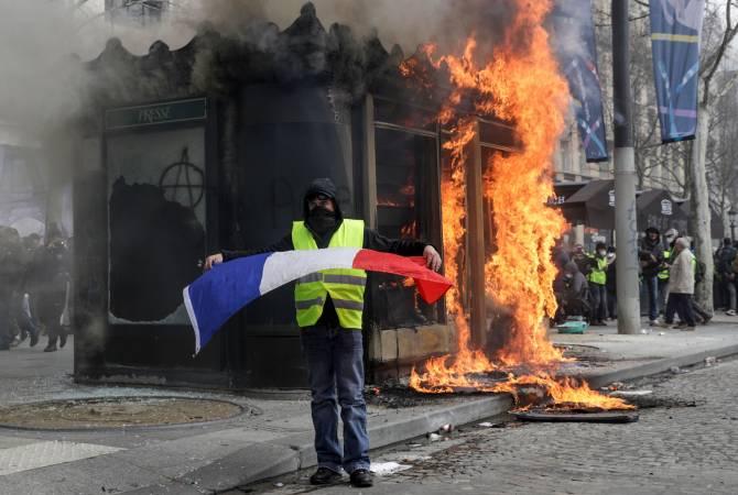 Премьер Франции признал неэффективность мер правительства по предотвращению беспорядков