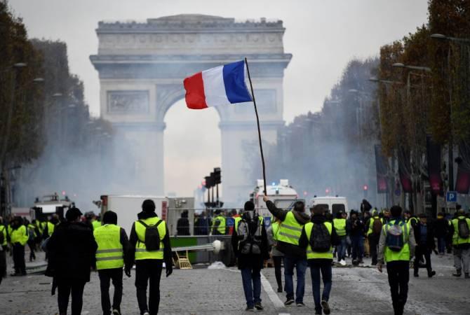 Опрос: французы поддерживают новые меры по борьбе с беспорядками, но не верят властям