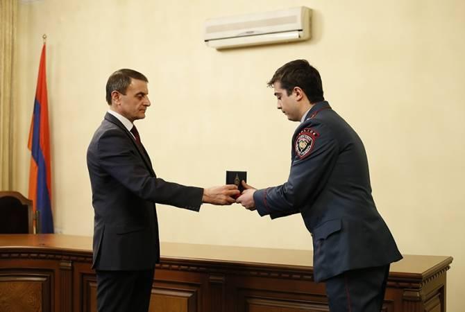 Валерий Осипян наградил группу сотрудников различных подразделений полиции