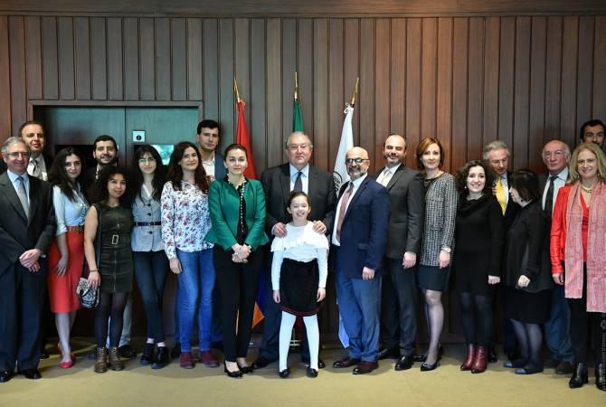 Каждый из вас в конце концов вернется в Армению: Армен Саркисян встретился с армянской общиной Португалии