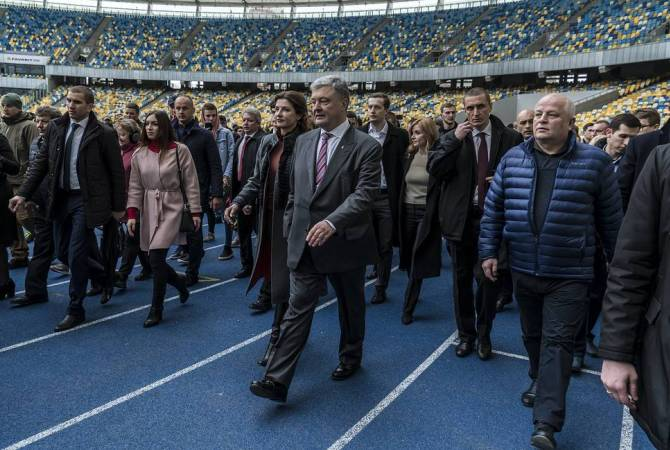 Порошенко согласился начать дебаты с Зеленским на стадионе 19 апреля в 19:00