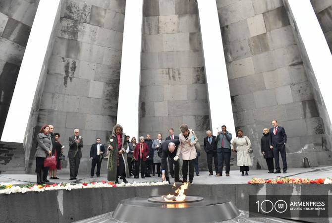 U.S. Congressmen pay tribute to memory of Armenian Genocide victims in Yerevan Memorial
