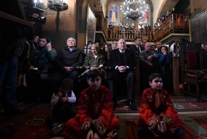 Президент Армен Саркисян присутствовал при зажжении свечей  по случаю Святой  Пасхи