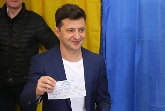По результатам опросов, Владимир Зеленский набирает 71,8% голосов во втором туре президентских выборов