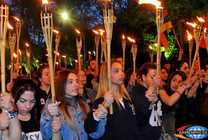 Traditional torchlight procession on the eve of Armenian Genocide commemoration day kicks off in Yerevan