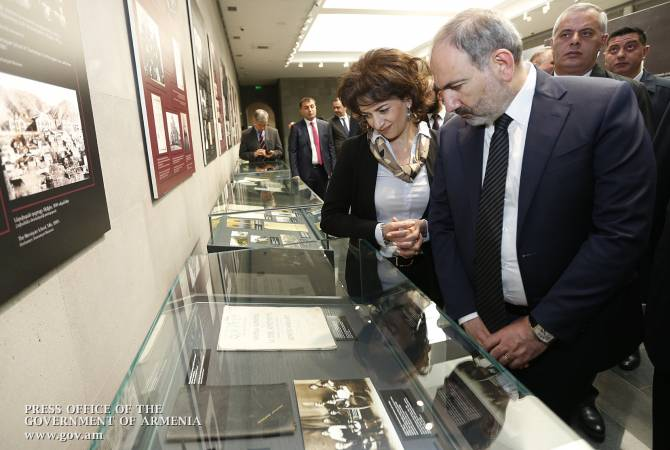Премьер-министр и его супруга в Музее-институте Геноцида армян ознакомились с экспонатами новой экспозиции
