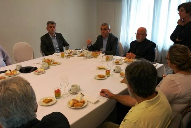 Министр ИД Арцаха встретился с представителями армянских организаций Уругвая