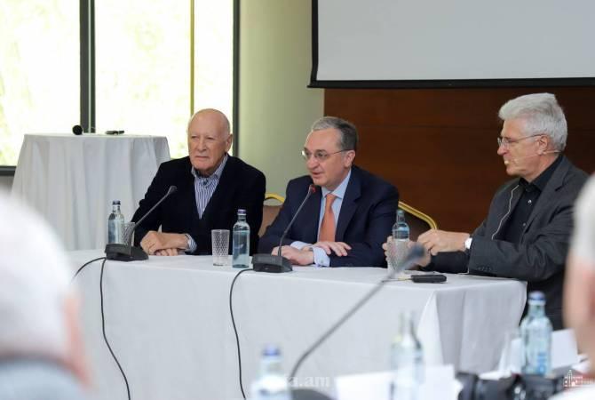 Министр иностранных дел встретился с представителями немецкого аналитического и исследовательского центра Die Runde