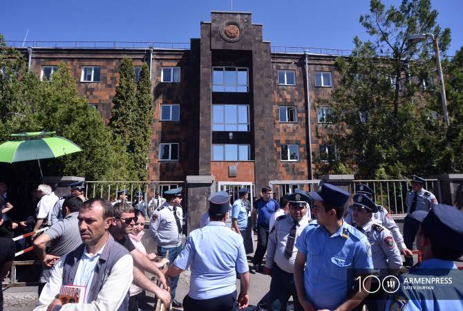Rival demonstrations outside Yerevan courthouse as Kocharyan bail verdict expected