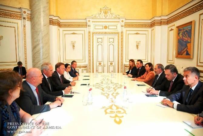Премьер-министр Пашинян и заместитель председателя Бундестага Германии обсудили  ряд представляющих двухсторонний энтузиазм вопросов