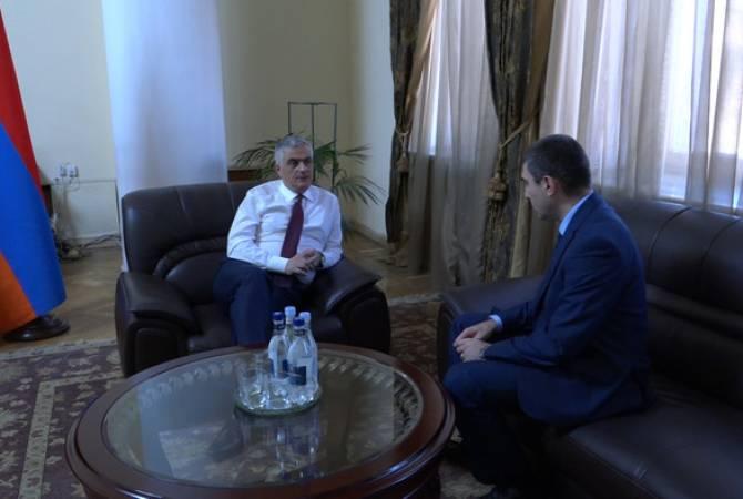 Вице-премьер Мгер Григорян провел рабочую встречу с государственным министром Республики Арцах