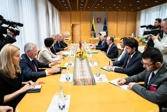Глава МИД Армении встретился со спикером Сейма Литвы и члена группы дружбы Литва- Армения