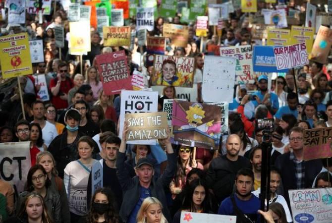 В Париже проходит молодежный марш в защиту климата
