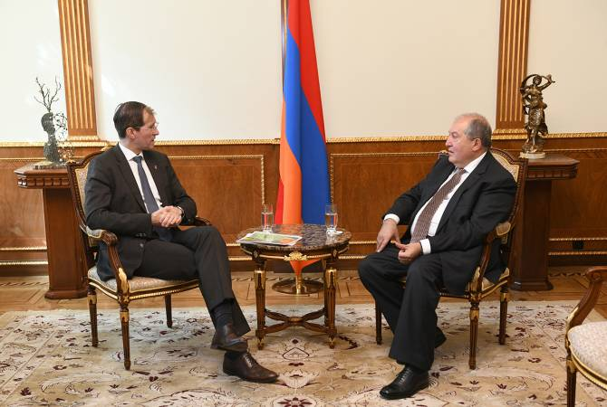 Armenian President meets with Schneider Group founder
