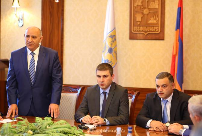 Artsakh State Minister introduces new Mayor of Stepanakert to staff