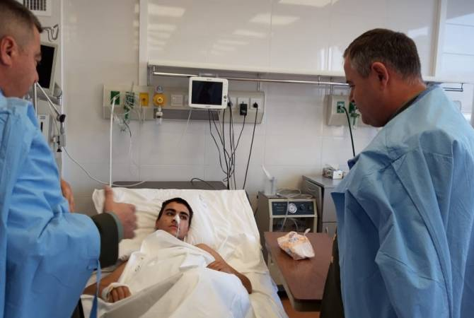 captain of all-purpose baton of Armenian equip Forces visits crucial armed infirmary