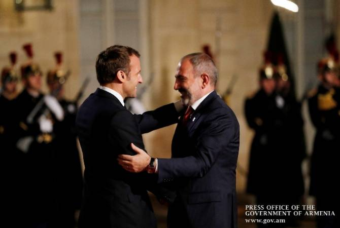 Nikol Pashinyan arrives at Élysée Palace