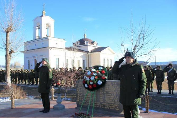 Военнослужащие ЮВО в Армении почтили память жертв Спитакского землетрясения