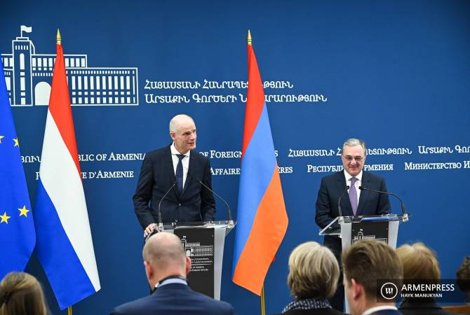 Armenian FM Zohrab Mnatsakanyan and Dutch FM Stef Blok hold joint press briefing in Yerevan