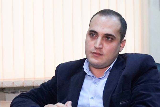 Нарек Самсонян вышел из здания полиции