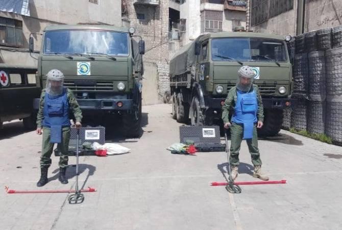 Группа, осуществляющая гуманитарную миссию в Алеппо, проводит дезинфекцию территории