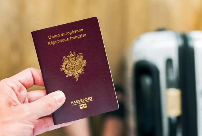 Во Франции могут ввести санитарные паспорта