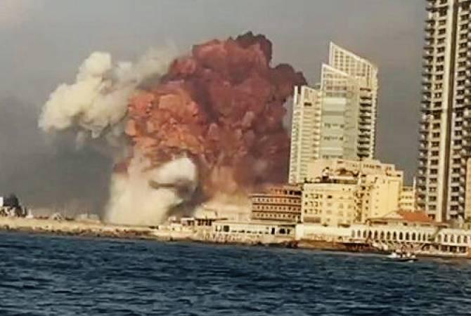 Мощный взрыв произошел на складе пиротехники в порту Бейрута