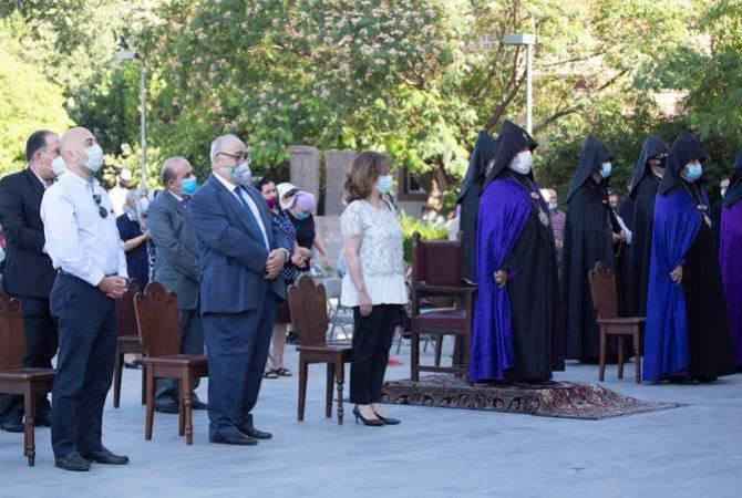 В Соборе Святого Престола отслужена заупокойная молитва по погибшим в Бейруте