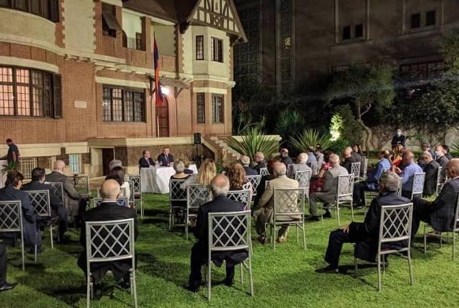 Министр иностранных дел РА Зограб Мнацаканян встретился с армянской общиной Египта
