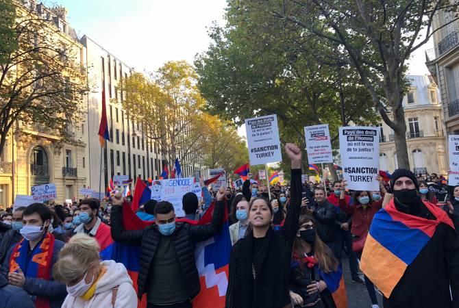 Армянская община Франции провела в Париже многотысячное шествие к посольству  Азербайджана